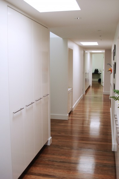 Hastings Rd Terrigal hallway linen cupboards