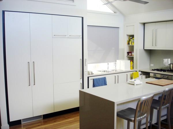 Beach Drive, Killcare kitchen