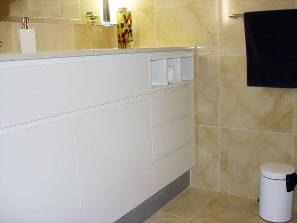 Payten St, Eraring bathroom